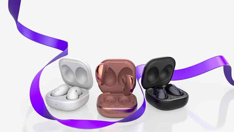 Warm their hearts with Galaxy Buds Live