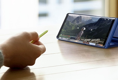 Using the S Pen to Play and Pause Video on the Note9