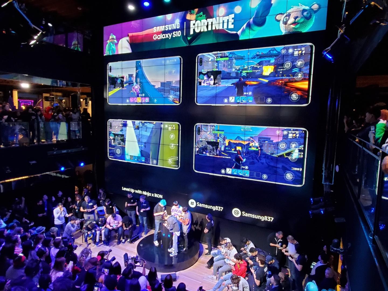 Fortnite Level Up gaming session with Ninja and iKON