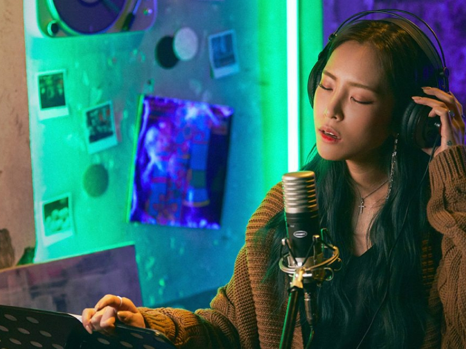 Heize in the studio