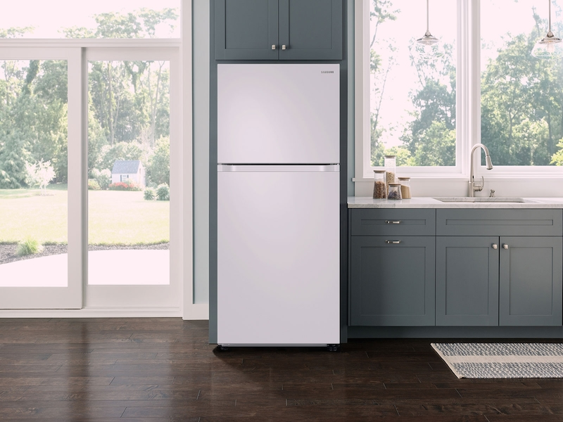 21 cu. ft. Capacity Top Freezer Refrigerator with FlexZone™ and Automatic Ice Maker