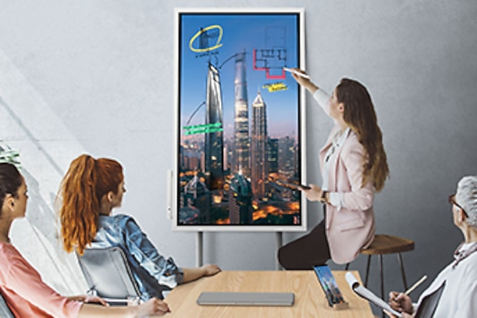 Colleges Encourage Student Collaboration with a Digital Whiteboard Solution