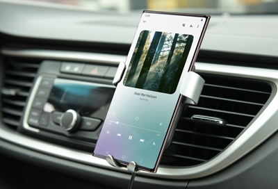 Galaxy Note20 connected to car and playing to music