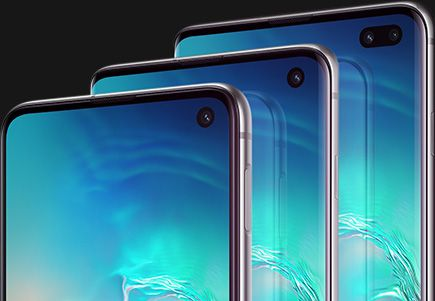 The top half of the three sizes of Galaxy S10 plus seen at a three-quarter angle from the right side, with Galaxy S10e in the front, Galaxy S10 in the middle, and Galaxy S10 plus in the back. Each phone has a seaside photo as the background.