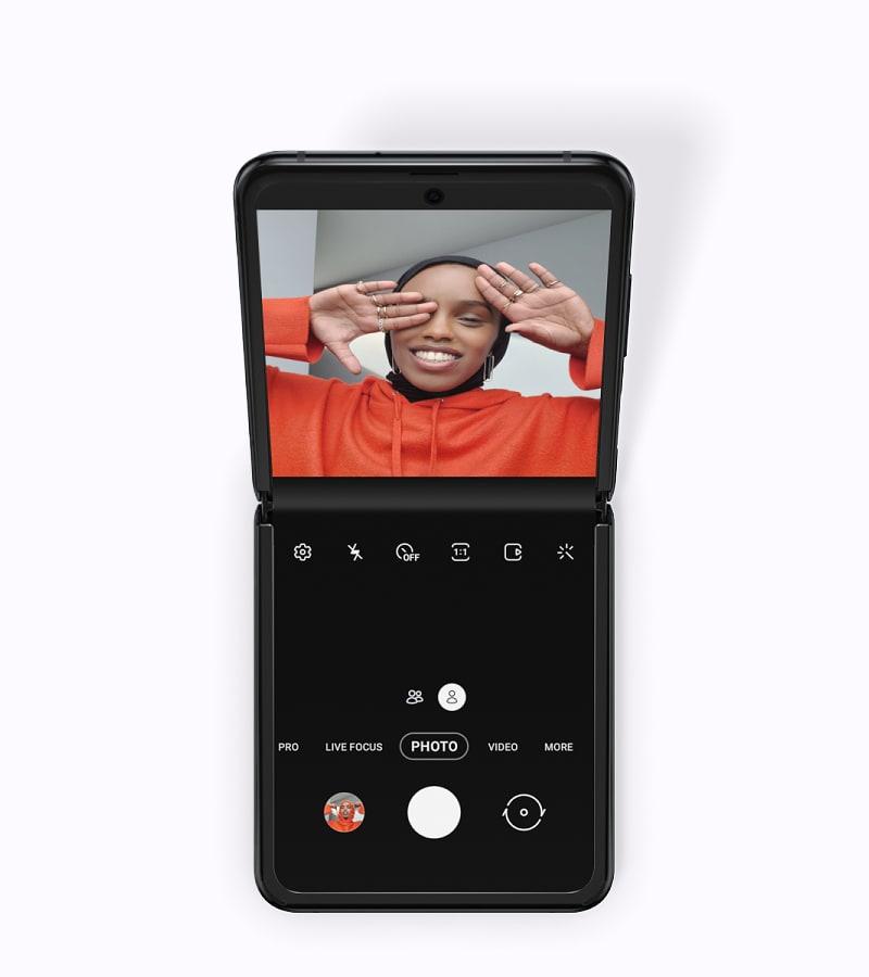 Samsung Galaxy Z flip 5G smartphone
